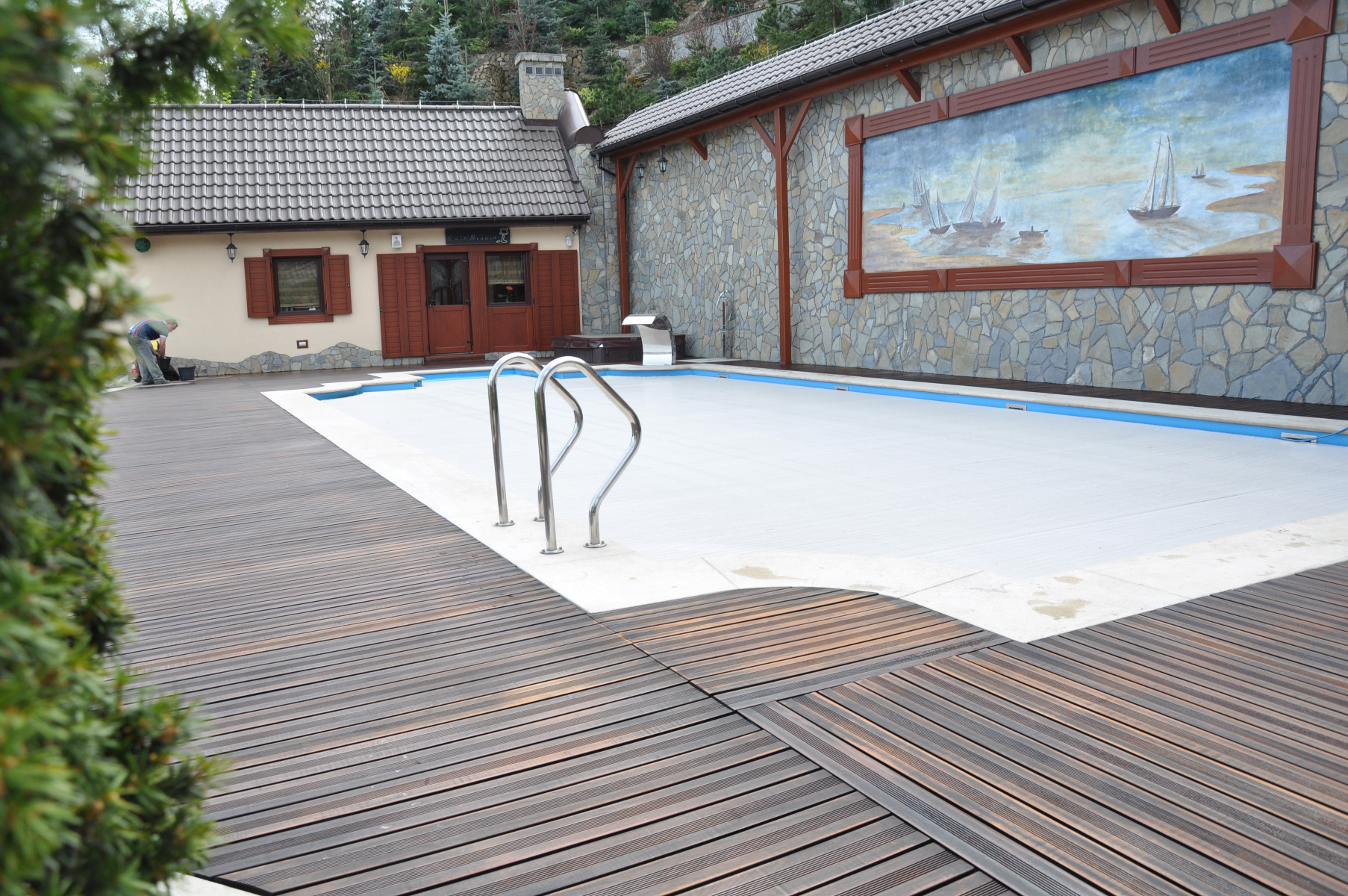 ogród zimowy, oranżeria, taras drewniany, taras nad basenem, drewno egzotyczne